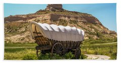 Hand Towel featuring the photograph Covered Wagon At Scotts Bluff National Monument by Sue Smith