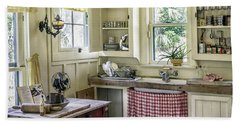 Cross Creek Country Kitchen Bath Towel by Lynn Palmer
