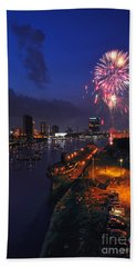 D12u470 Red White And Kaboom In Toledo Ohio Photo Hand Towel