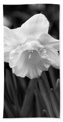Daffodil Flower Black And White Bath Towel
