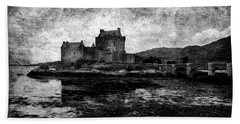 Eilean Donan Castle In Scotland Bw Bath Towel