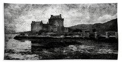 Eilean Donan Castle In Scotland Bw Bath Towel