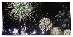 Bath Towel featuring the photograph Fireworks Over The Hudson River by Lilliana Mendez