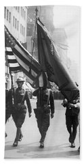 Flowers For Wwi Troops Parade Bath Towel