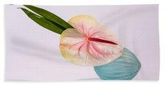 Flowers In Vases 8 Bath Towel