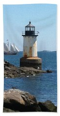Hand Towel featuring the photograph Fort Pickering Light by Denyse Duhaime