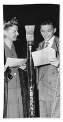 Frank Sinatra And Ann Sheridan Hand Towel by Underwood Archives