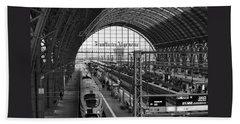 Frankfurt Bahnhof - Train Station Bath Towel