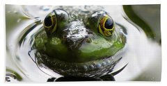 Bath Towel featuring the photograph Frog Kiss by Dianne Cowen