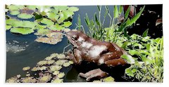 Bath Towel featuring the photograph Frog On The Pond by Ellen Tully