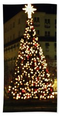 Hand Towel featuring the photograph Gettysburg Pa  Christmas Tree by John Williams