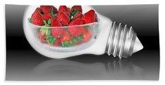 Global Strawberries Bath Towel