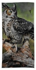 Great Horned Owl On Branch Bath Towel