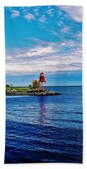 Bath Towel featuring the photograph Harbor Light by Daniel Thompson