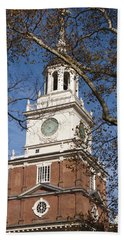 Bath Towel featuring the photograph Independence Hall by Jennifer Ancker