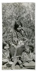 Hand Towel featuring the photograph Indian Mother With Daughters by Charles Beeler