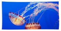 Jelly Dance - Large Jellyfish Atlantic Sea Nettle Chrysaora Quinquecirrha. Bath Towel