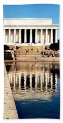 Bath Towel featuring the photograph Lincoln Memorial by Daniel Thompson