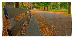 Lincoln Park Bench In Fall Bath Towel