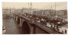 London Bridge Traffic Bath Towel