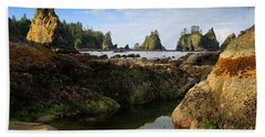 Low Tide At The Arches Bath Towel