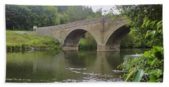 Hand Towel featuring the photograph Ludlow Bridge by John Williams