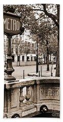 Metro Franklin Roosevelt - Paris - Vintage Sign And Streets Hand Towel