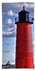 Bath Towel featuring the photograph Milwaukee Pierhead Light by Deborah Klubertanz