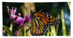 Hand Towel featuring the photograph Monarch Butterfly by Lingfai Leung