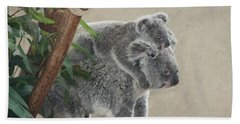 Mother And Child Koalas Bath Towel by John Telfer