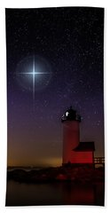 Hand Towel featuring the photograph Star Over Annisquam Lighthouse by Jeff Folger