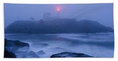 Nubble Light In Foggy Dawn Bath Towel