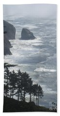 Bath Towel featuring the photograph Ocean Drop by Fiona Kennard