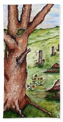 Old Oak Tree With Birds' Nest Hand Towel