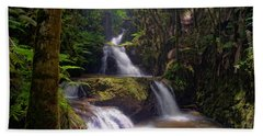 Hand Towel featuring the photograph Onomea Falls by Jim Thompson
