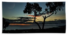 Hand Towel featuring the photograph Pacific Evening by Michael Gordon