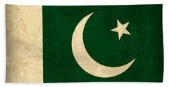 Pakistan Flag Vintage Distressed Finish Bath Towel