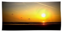 Paragliders At Sunset Bath Towel
