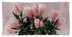 Hand Towel featuring the photograph Peach Godetia Bouquet by Sandra Foster