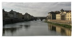 Hand Towel featuring the photograph Ponte Vecchio by Belinda Greb