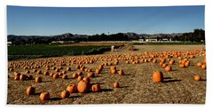 Hand Towel featuring the photograph Pumpkin Field by Michael Gordon