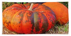 Bath Towel featuring the photograph Pumpkins by Cynthia Guinn