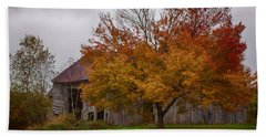 Hand Towel featuring the photograph Rainbow Of Color In Front Of Nh Barn by Jeff Folger