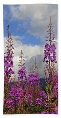 Hand Towel featuring the photograph Reach For The Sky by Cathy Mahnke