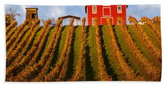 Red Barn In Autumn Vineyards Bath Towel