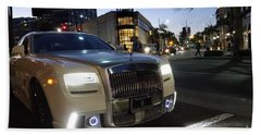 Rolls Royce Parked At The Bottom Of Rodeo Drive Bath Towel by Nina Prommer