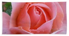 Hand Towel featuring the photograph Rose In The Rain by Lingfai Leung
