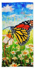 Royal Monarch Butterfly In Daisies Bath Towel
