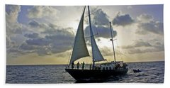 Bath Towel featuring the photograph Sailing In Aruba by Suzanne Stout