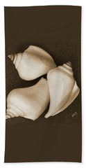 Seashells Spectacular No 4 Bath Towel by Ben and Raisa Gertsberg